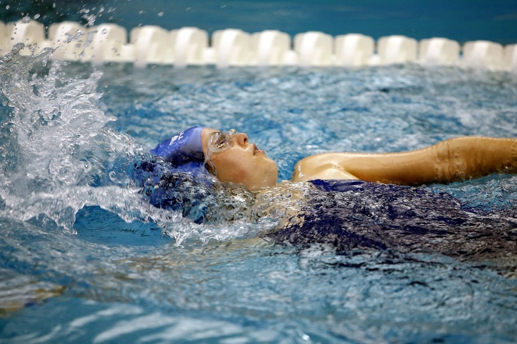 swimming-1515213_1280