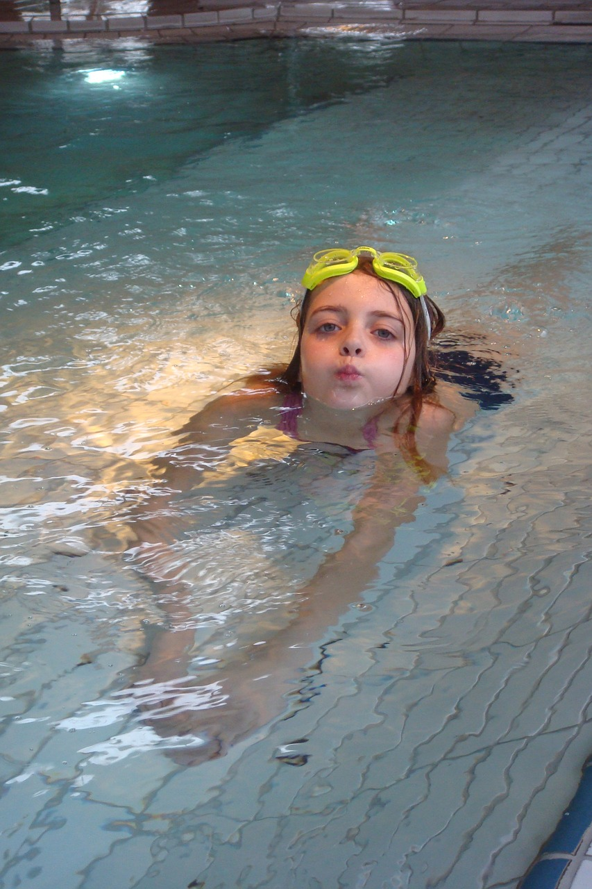 swimming-724703_1280